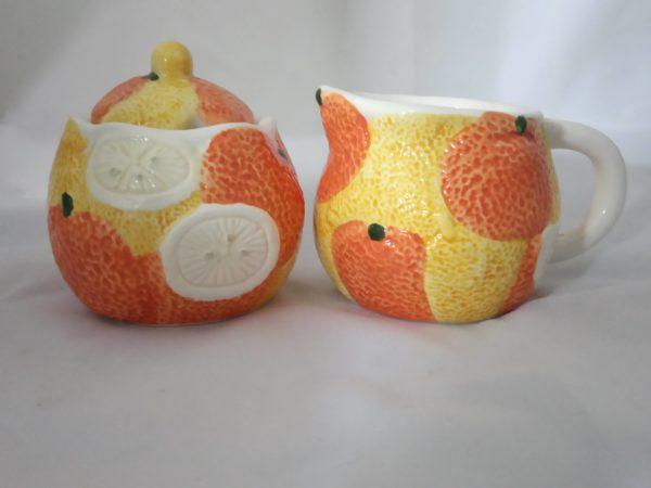 Bonito Juego Lechera y Azucarero Motivo Naranjas de Cerámica